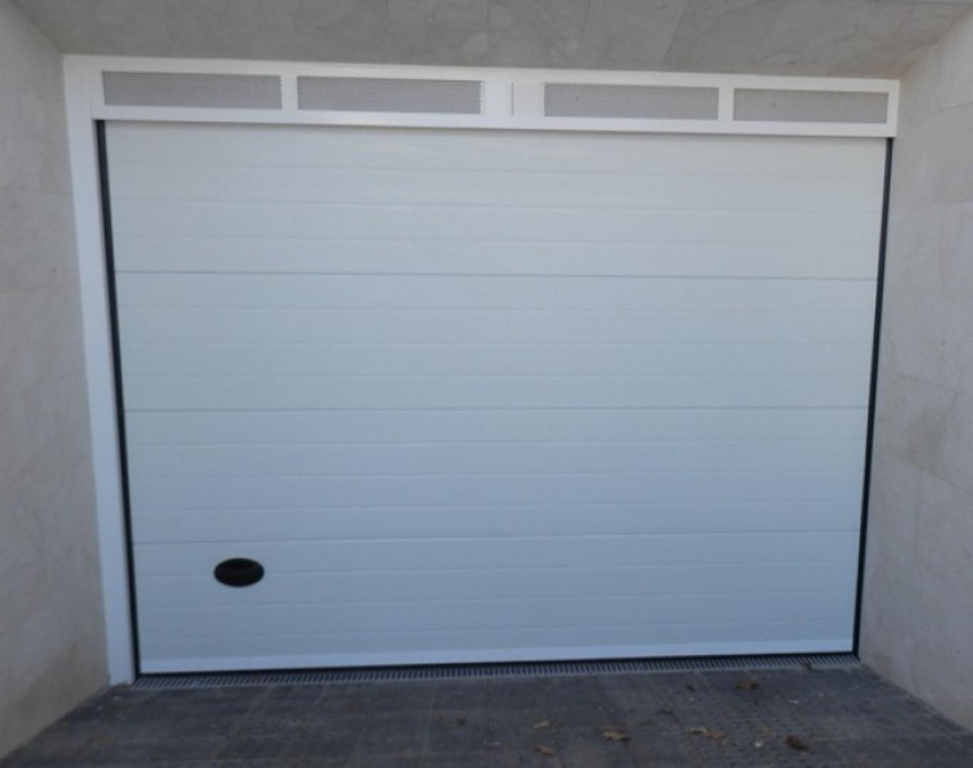 Puertas de garaje carpinter a beyfer - Puertas de garaje murcia ...